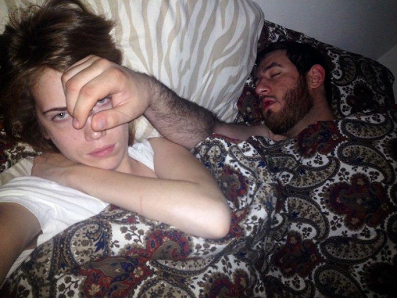 5d832ed77cc1a funny people sleeping positions 62 5d7616a31a3e9  700 - Pessoas dormindo em posições extremamente desconfortáveis