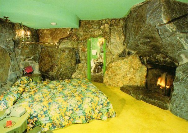 5d9ee098bfe6b beds bedrooms with threatening auras 57 5d9dc38413e99  700 - 30 camas bizarras que só precisavam ser compartilhadas