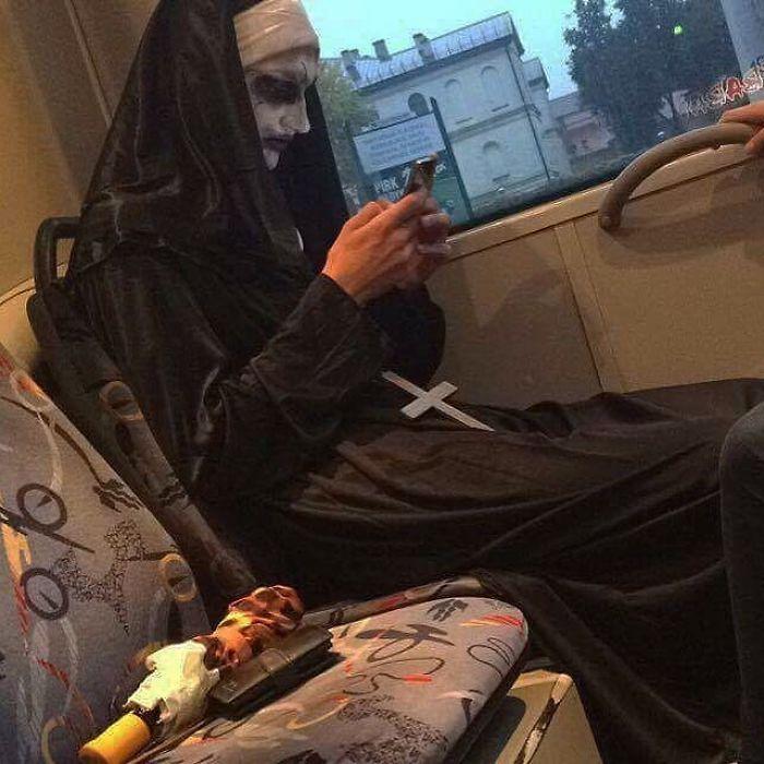 5dc3d4bd54451 BLX sBFcm  png  700 - Conta do Instagram compartilha as coisas mais estranhas do transporte público