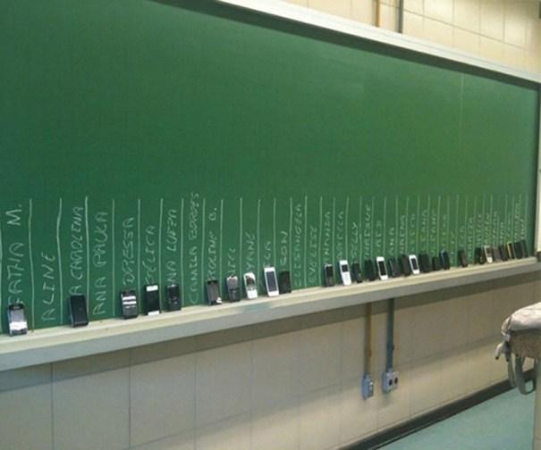 5dc5227fe56ad creative extreme teachers prevent cheating 6 5dc280429e3dd  700 - 17 vezes que professores exageraram para alunos não colarem