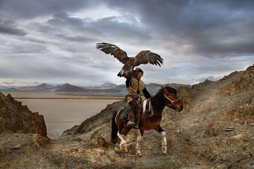 5dce5d21db68d x 5dc9e2d36ae91  880 - 40 fotografias de Steve McCurry que exploram a relação entre humanos e animais