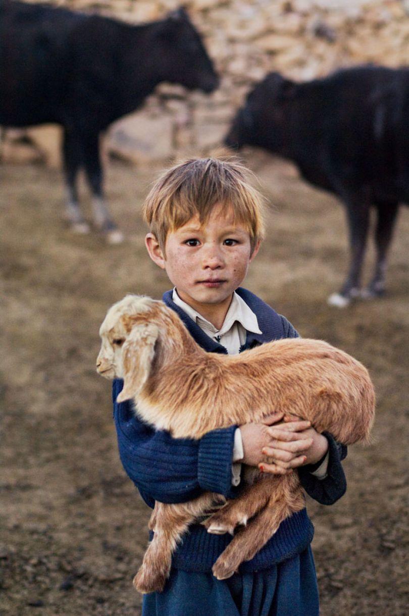 5dce5d222e9ec x 5dc9d2850e8ea  880 - 40 fotografias de Steve McCurry que exploram a relação entre humanos e animais