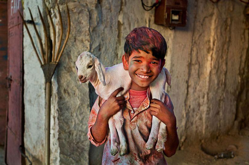 5dce5d2281cef INDIA 10624 1 5dc9d01b00fee  880 - 40 fotografias de Steve McCurry que exploram a relação entre humanos e animais