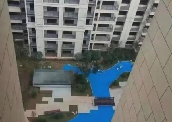 5dd79ee67f260 homeowners trolled developer built fake lake 21 - A história da China e o lago que nunca existiu