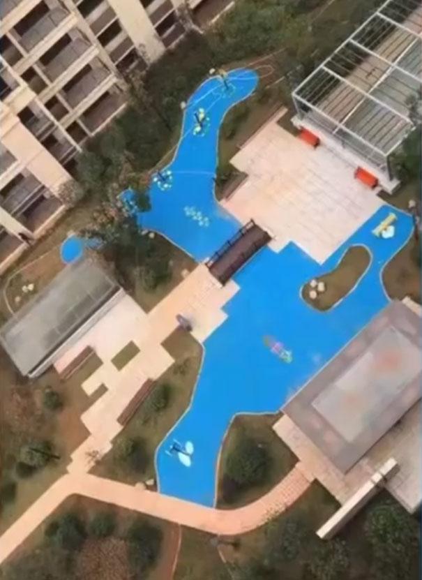 5dd79ee6a2b53 homeowners trolled developer built fake lake 22 - A história da China e o lago que nunca existiu