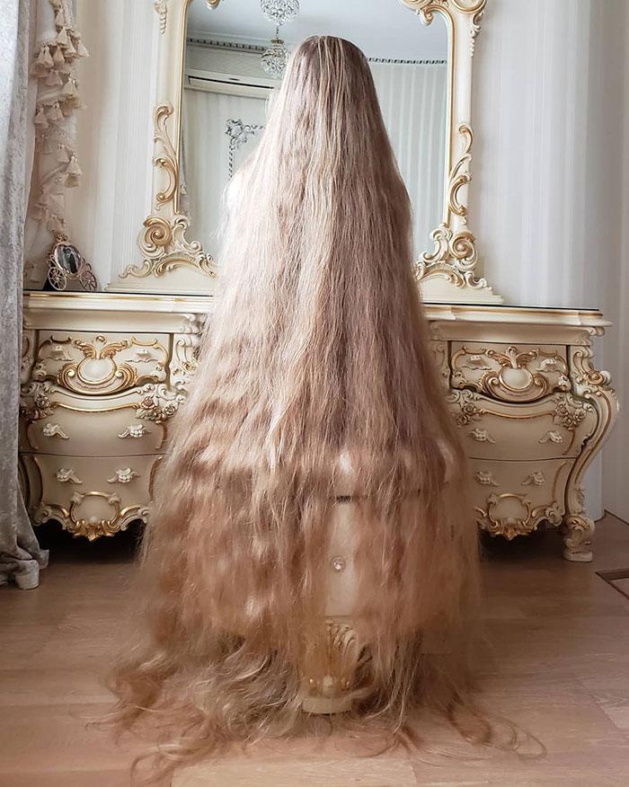 5e0da50c1503b alena kravchenko 6 feet long hair 8 5e0b5f7784fda  700 - Conheça a Rapunzel da Vida Real