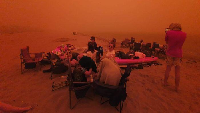 5e14430779eec australia fires photos 21 5e12ed516f6e6  700 - Internet compatilha 50 fotos que revelam as queimadas na Austrália