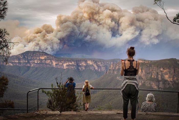 5e144307bc65a 5e12f09aad806 p20t7r3tz1541  700 - Internet compatilha 50 fotos que revelam as queimadas na Austrália