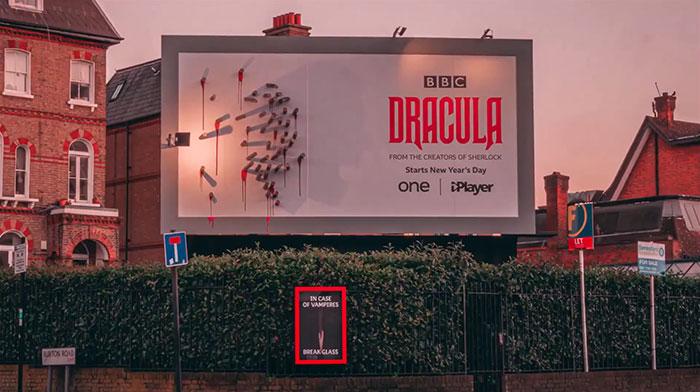 5e16e2b4b1519 dracula shadows billboard 5e15a8183b8ff  700 - Facas fazem sombra em Marketing de Drácula da BBC