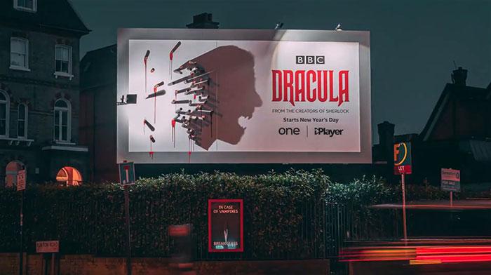 5e16e2b587d76 dracula shadows billboard 5e15a81c547cd  700 - Facas fazem sombra em Marketing de Drácula da BBC