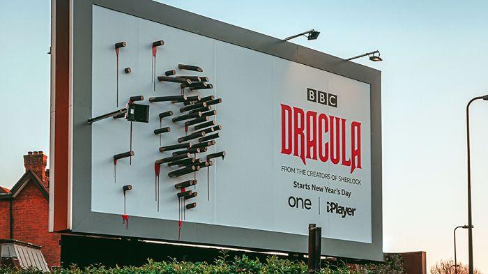 5e16e2b5cc232 dracula shadows billboard 5e15a33d1f4e8  700 - Facas fazem sombra em Marketing de Drácula da BBC