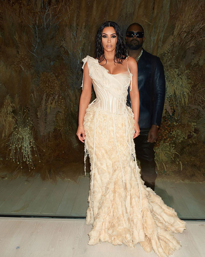5e43b70b232e7 celebrities actors recycled clothes sustainability oscars 5 5e42adb7eca62  700 - Ricas, sim! Repetir o vestido, também!