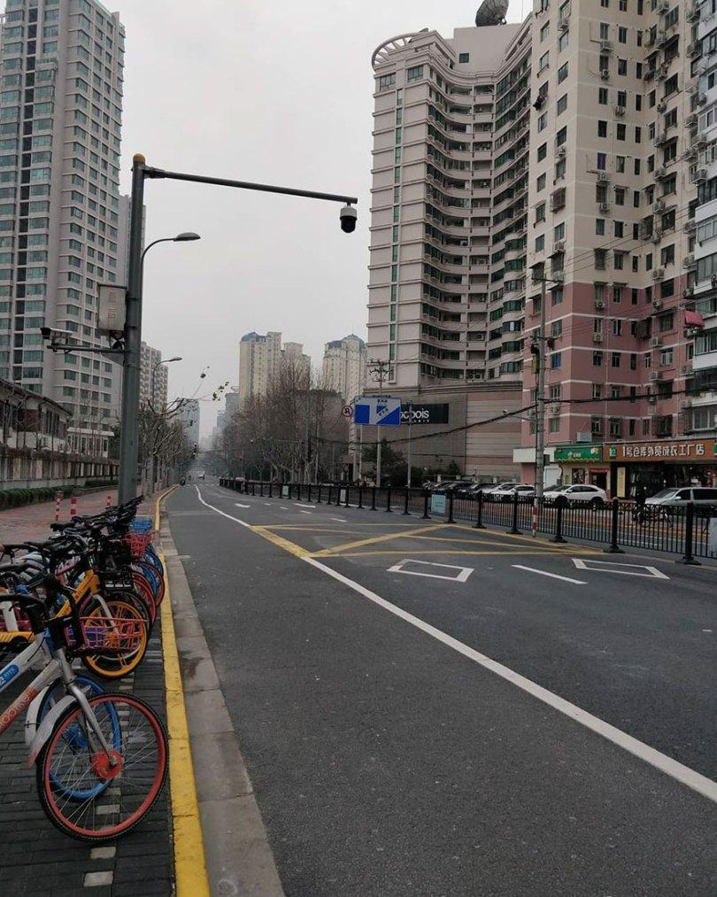 5e43b713a4c86 coronavirus outbreak empty shanghai streets photos nicole chan 1 21 5e425d77accfc  880 - O dia em que a China parou! 32 fotos das ruas vazias de Xangai durante o surto de Coronavírus