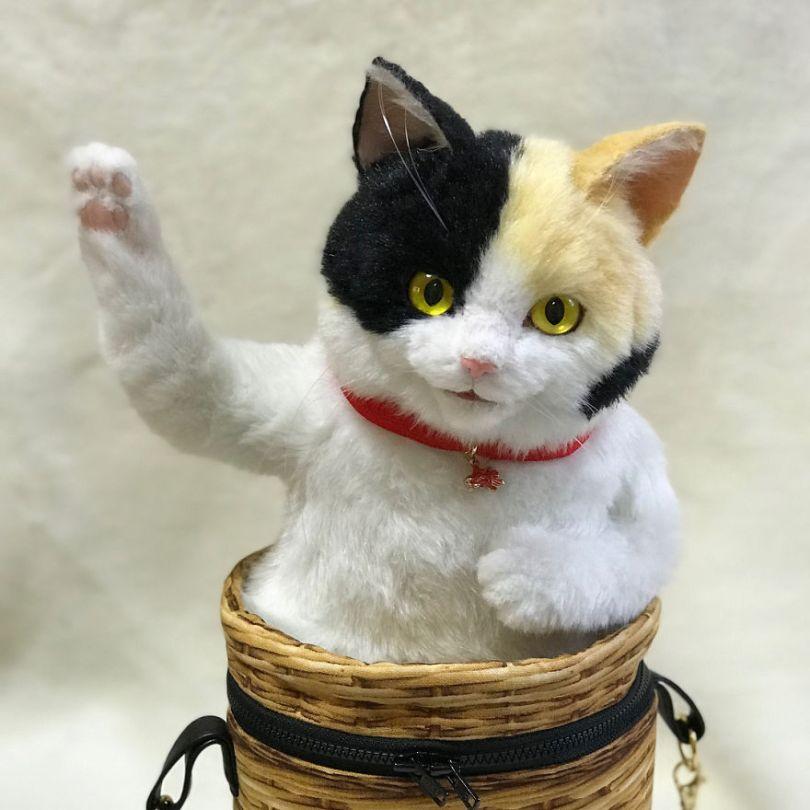 5e577ebf31c0d Japanese artist continues to create bags in the shape of cats and realism impresses 5e54cfb7f02da  880 - Artista japonês cria Bolsas de gatos que assustam de tanta veracidade