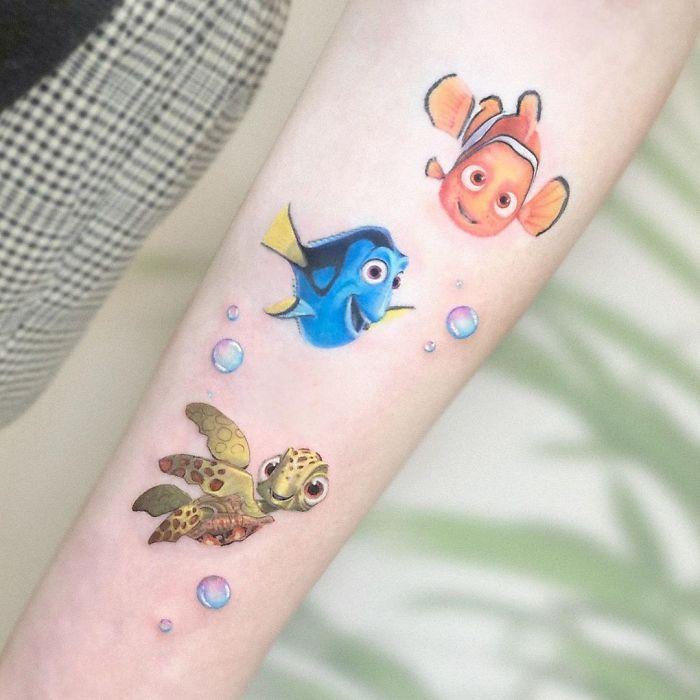 5e689af9c1d21 B282peNFvQG png  700 - Tatuagens minúsculas inspiradas na cultura Pop de tatuador Israelense