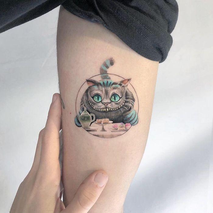 5e689afa34588 BwO3vT HeyA png  700 - Tatuagens minúsculas inspiradas na cultura Pop de tatuador Israelense