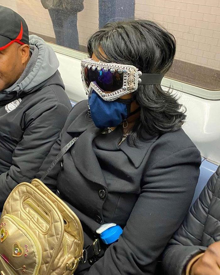 5e86e60cc93d9 funny coronavirus masks protection 55 5e8456302a775  700 - 40 maneiras divertidas e criativas de proteger as pessoas do coronavírus