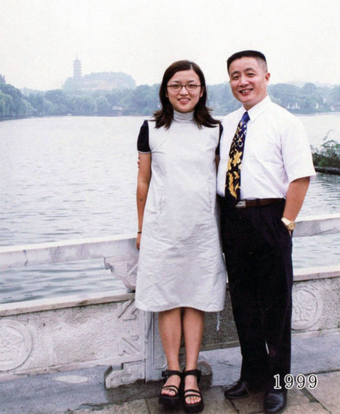5f3f745a13e66 dad daughter same photo location different year hua yunqing 1 22 5f3e2845e2826  700 - Mesma foto, mesmo lugar há 40 anos!