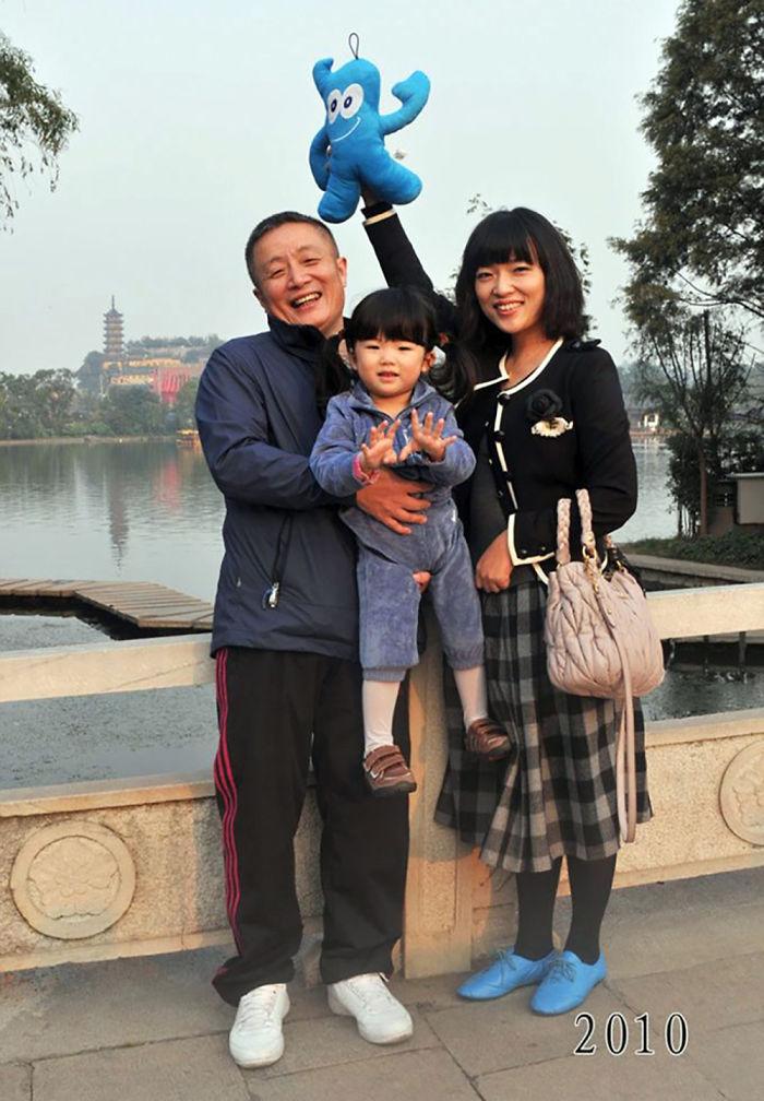 5f3f745bf2e22 dad daughter same photo location different year hua yunqing 1 33 5f3e28602348b  700 - Mesma foto, mesmo lugar há 40 anos!