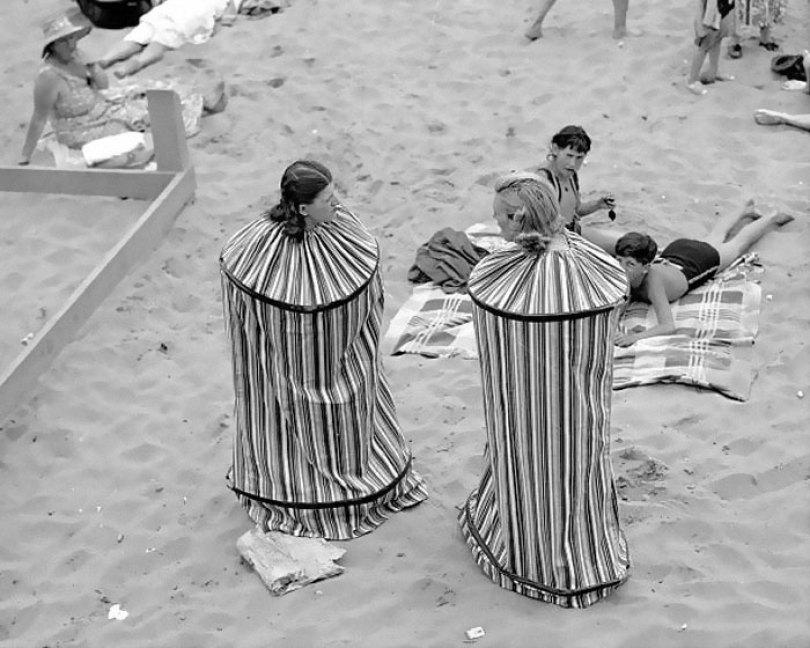 5f9285102ef3c Weird Things Women Did Vintage Pics 1 5b630872a18e9  700 - Coisas estranhas do passado a que as mulheres se sujeitaram em nome da beleza (Não se assuste!)