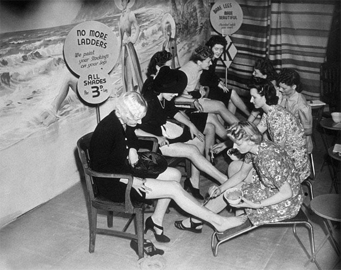 5f928510b5bc6 weird things women did vintage pics 5 5b62eb974f2dc  700 - Coisas estranhas do passado a que as mulheres se sujeitaram em nome da beleza (Não se assuste!)