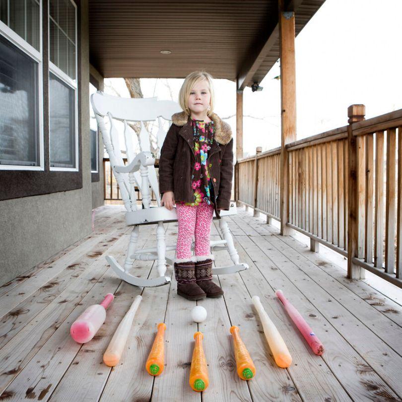 5f9a919e52869 children toys around world gabriele galimberti 5f99293346527  880 - Projeto Fotográfico: Crianças posam ao lado de seus brinquedos favoritos