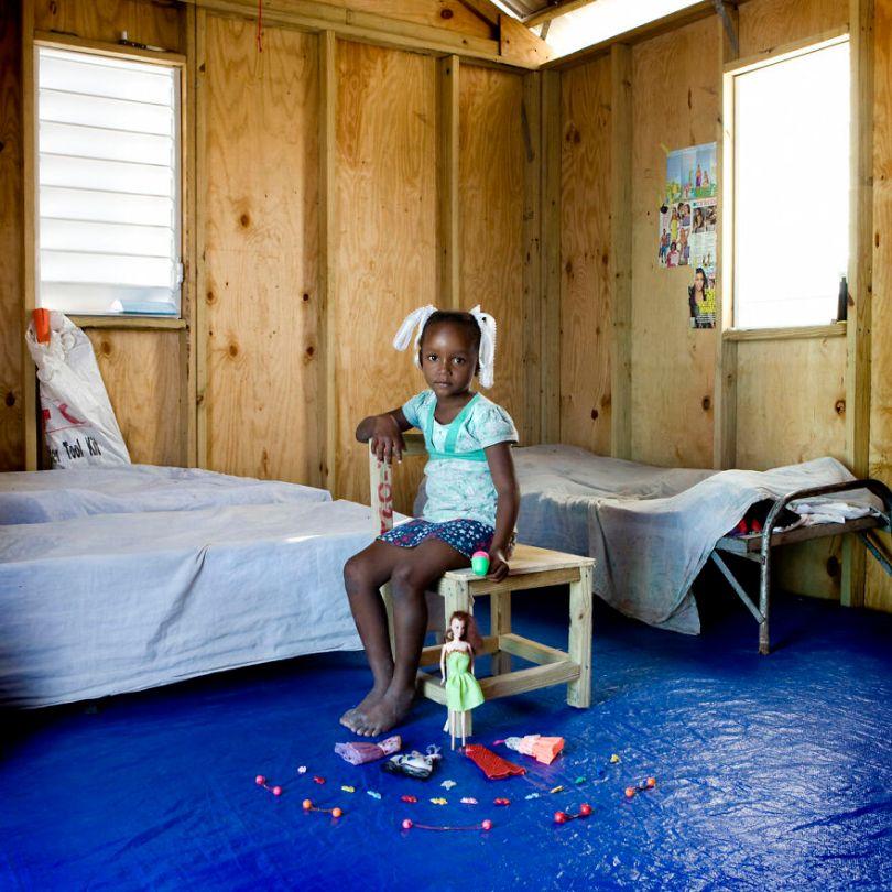 5f9a919ec2136 children toys around world gabriele galimberti 5f992628b7e54  880 - Projeto Fotográfico: Crianças posam ao lado de seus brinquedos favoritos