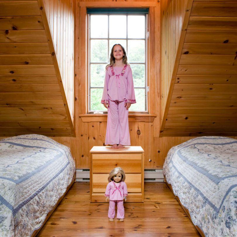 5f9a919eecb7a children toys around world gabriele galimberti 5f992d49abc83  880 - Projeto Fotográfico: Crianças posam ao lado de seus brinquedos favoritos