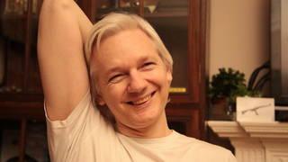 S2_assange_grin