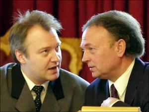 Stortingsrepresentantene Vidar Kleppe og Øystein Hedstrøm (FrP) på Stortinget i 1992.