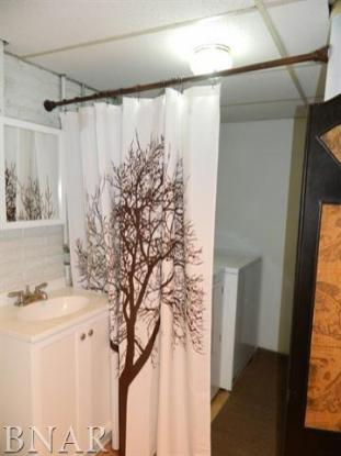 Bathroom : Laundry