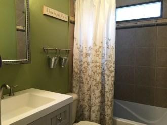 Bathroom Up Tiled Shower:Bath