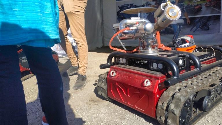 Robot sapeurs-pompiers à chenilles