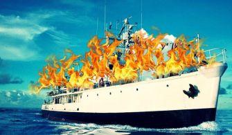 Ünlü Fransız Deniz Araştırmacısı Cousteau'nun Gemisi Yalova Tersanesi'nde Yandı