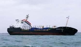 Rus Kuruyük Gemisi Tehlikeli Şekilde Yan Yattı