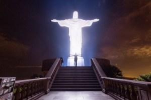 Sul Cristo Redentor di notte
