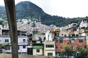 Rocinha-vista-dal-ponte-di-Niemeyer
