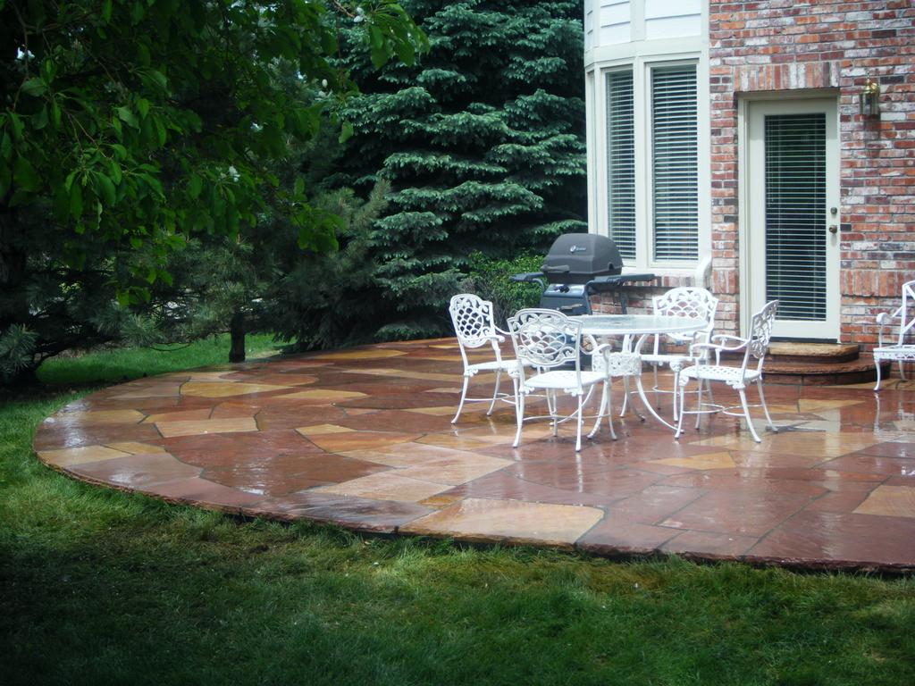 the good shape of flagstones patios. Sometimes Called Bluestone Or Freestone, Flagstone Masonry Also Works Well For A Retaining Wall, Built-in Seating And Planters. The Good Shape Of Flagstones Patios
