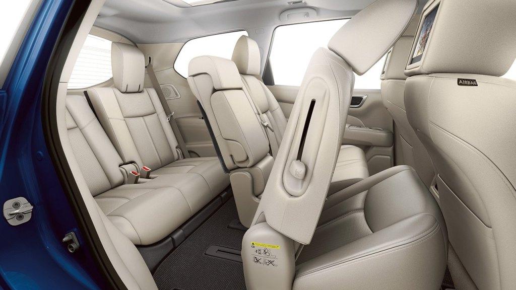 2017-nissan-pathfinder-folding-seats-large