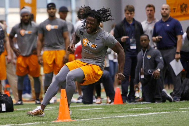 Alvin Kamara competes during Tennessee NFL Pro Day on Friday, March 31, 2017, in Knoxville, Tenn. (AP Photo/Wade Payne)