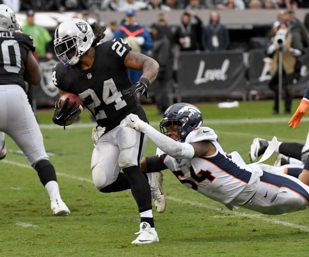 Oakland Raiders running back Marshawn Lynch ...