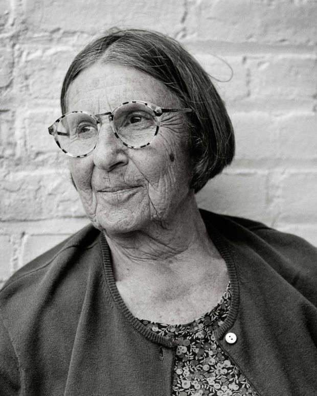 A black and white photo of ceramicist Betty Woodman
