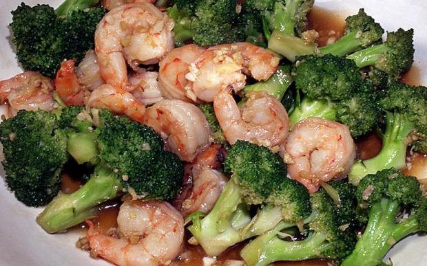Asian stir fry with shrimp and broccoli.