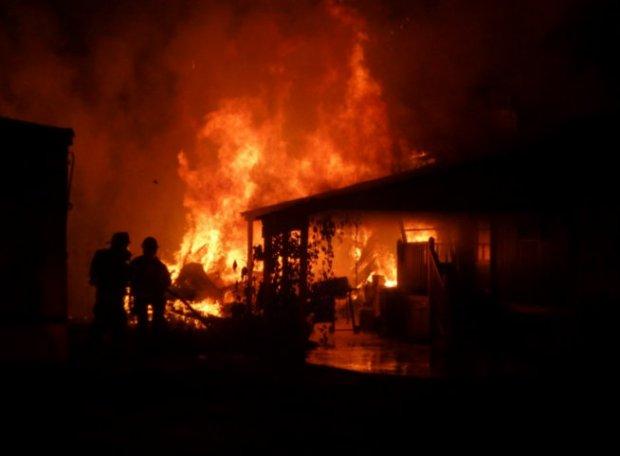 Crews respond to a shed fire at Vista Village Mobile Home Park in Boulder on Aug. 29, 2018.