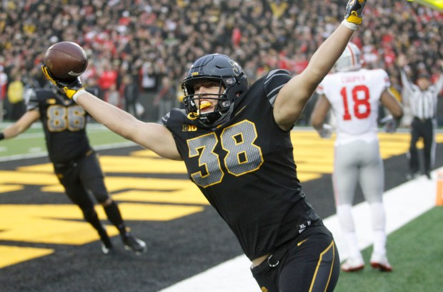 Tight end T.J. Hockenson #38 of ...