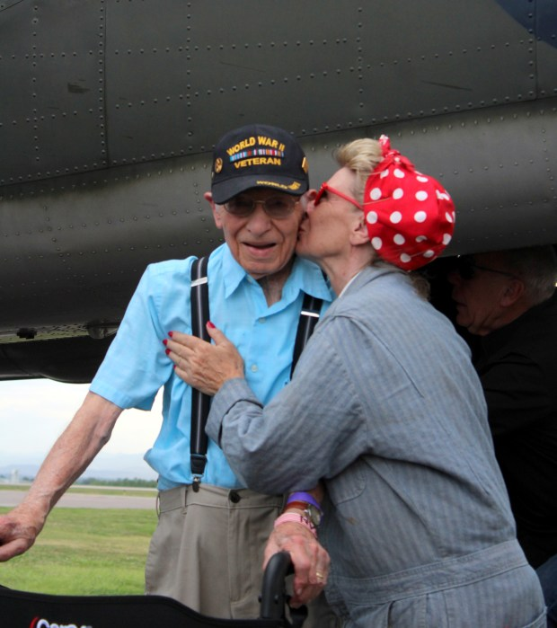 92-year-old Windsor veteran takes flight in WWII bomber