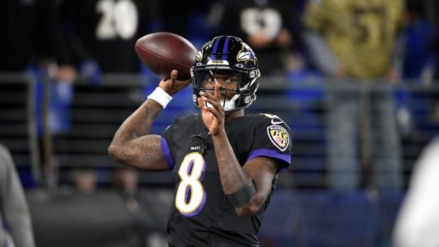Baltimore Ravens quarterback Lamar Jackson works ...
