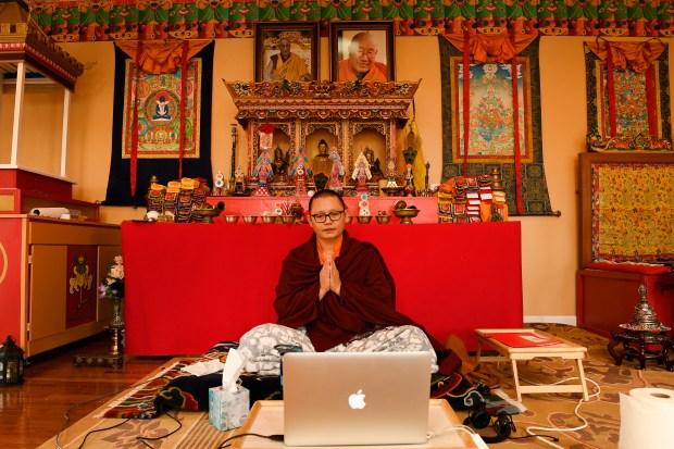 Lhoppšn Rinpoche leads his first online ...