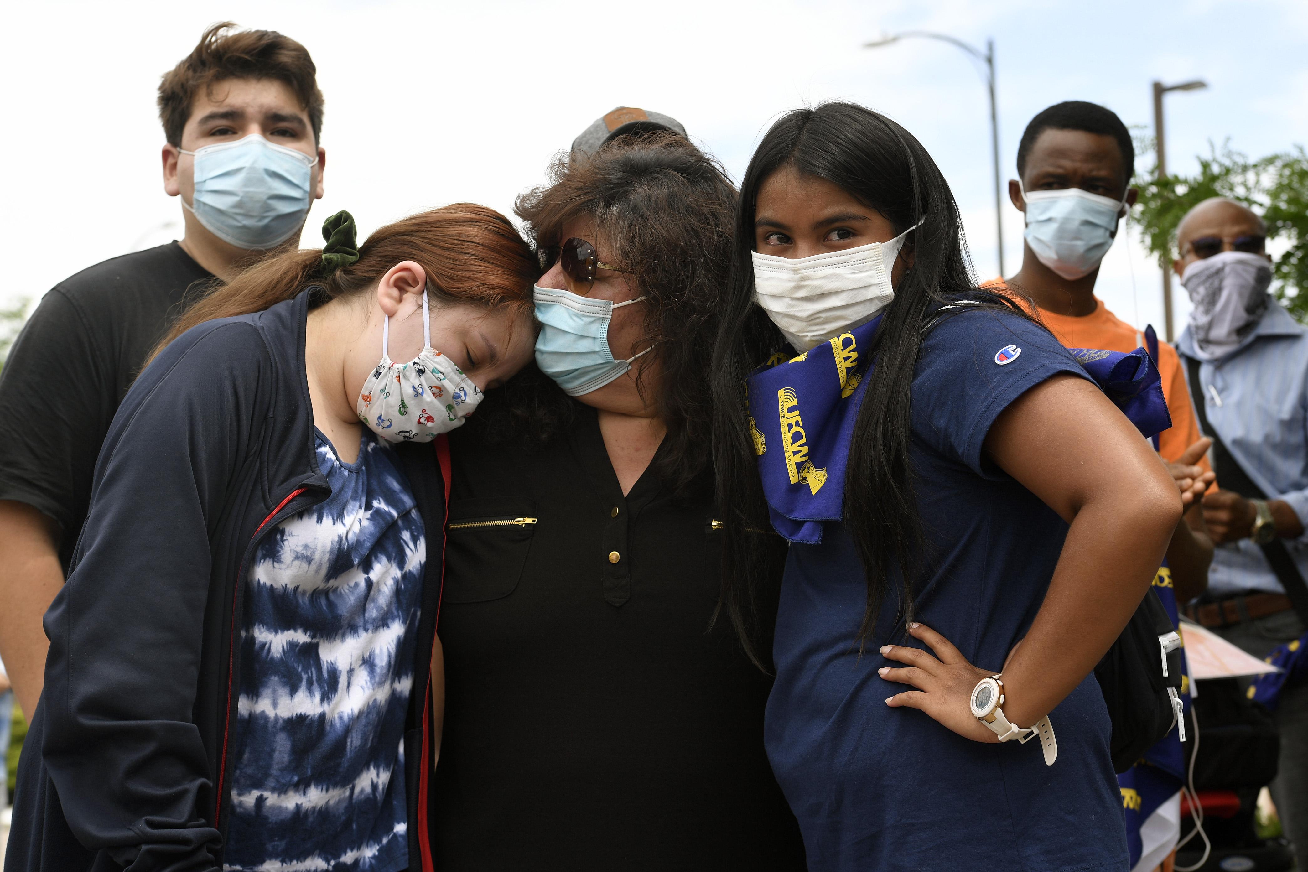 Beatriz Rangel, center, comforts her daughter ...