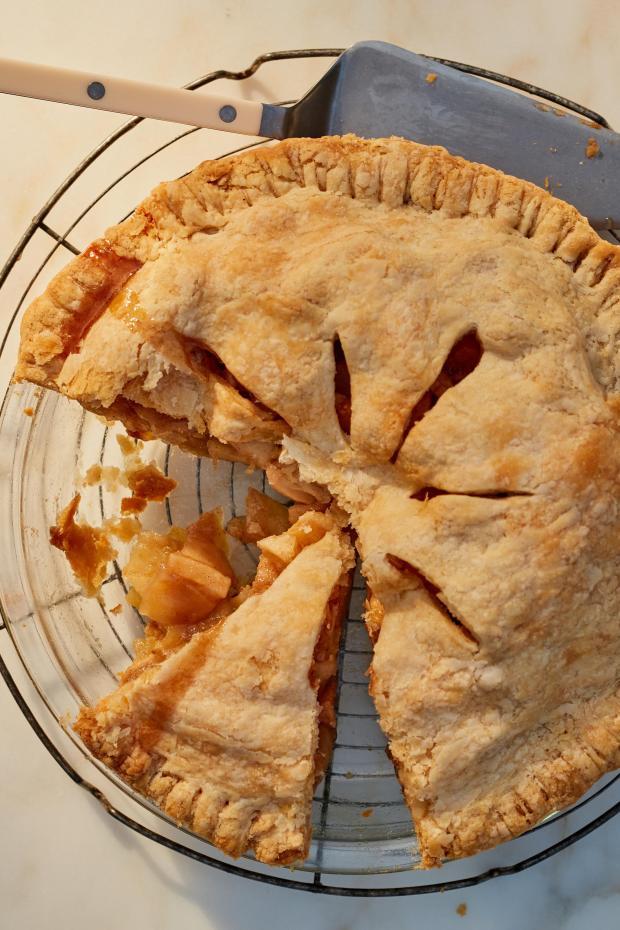 Mixed apples pie in Hamptons, N.Y. ...